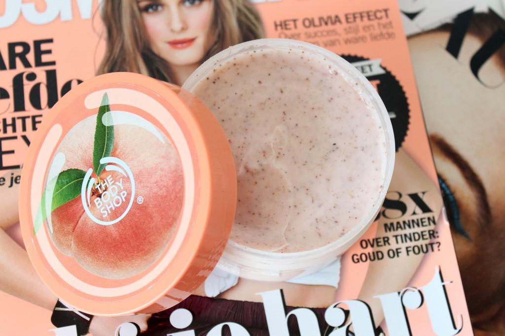 The-Body-Shop-Vineyard-Peach-Bodyscrub_1