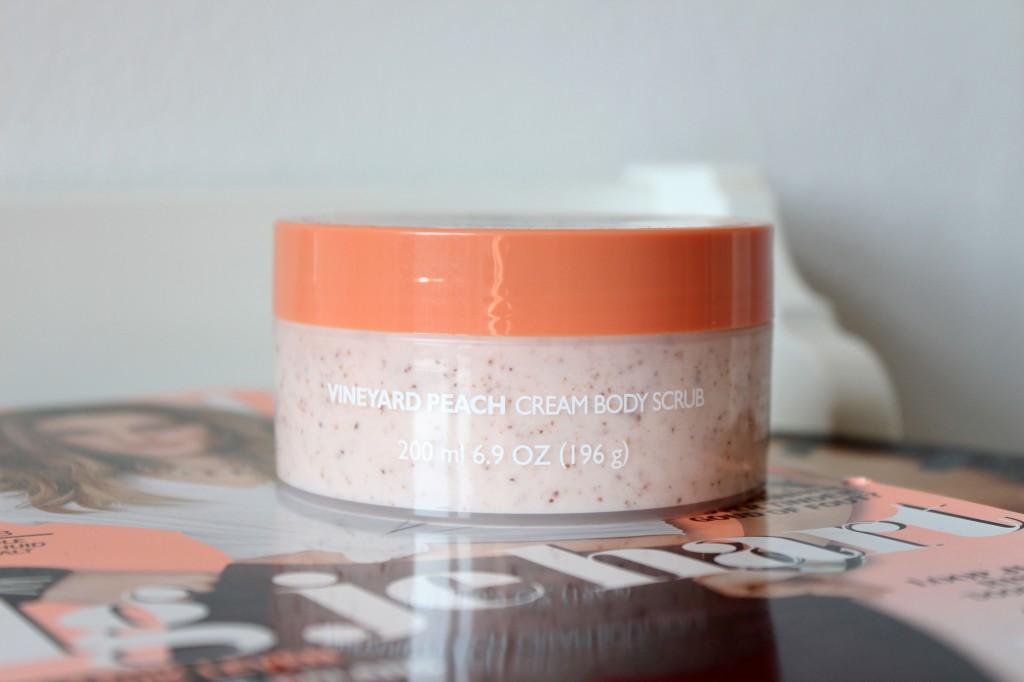 The-Body-Shop-Vineyard-Peach-Bodyscrub_4