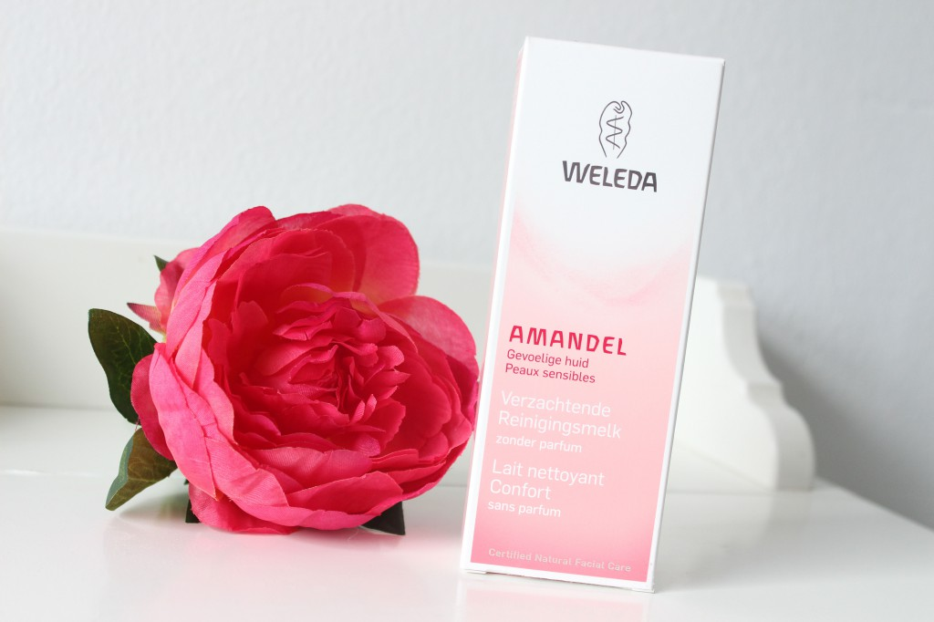 Weleda-Amandel-Verzachtende-Reinigingsmelk_1