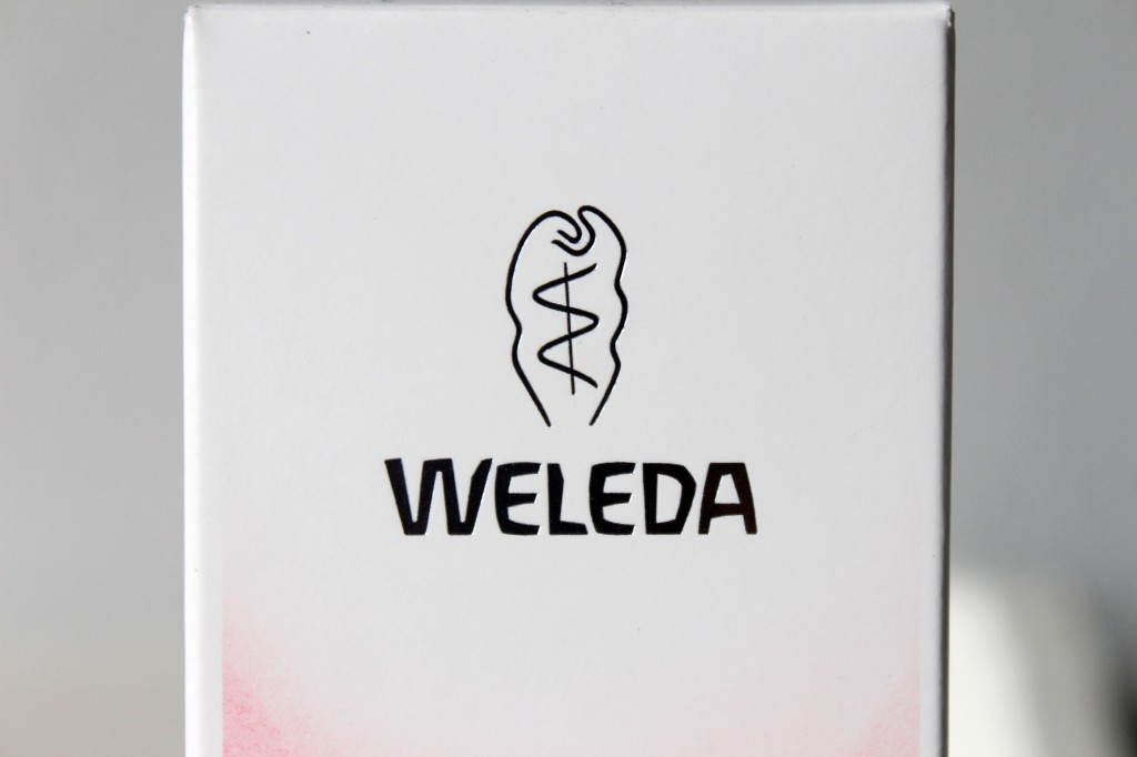 Weleda-Amandel-Verzachtende-Reinigingsmelk_3