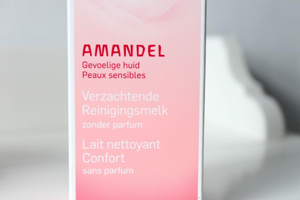 Weleda-Amandel-Verzachtende-Reinigingsmelk_5