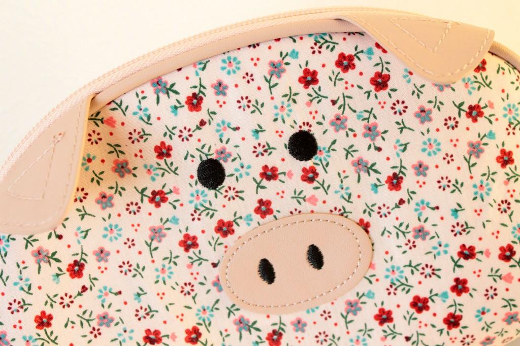 Toilettas-bloemen-met-varkentje_1