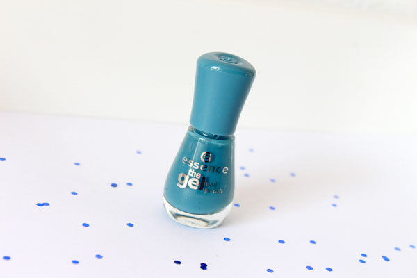 Essence The Gel Nail Polish Miss Captain Review