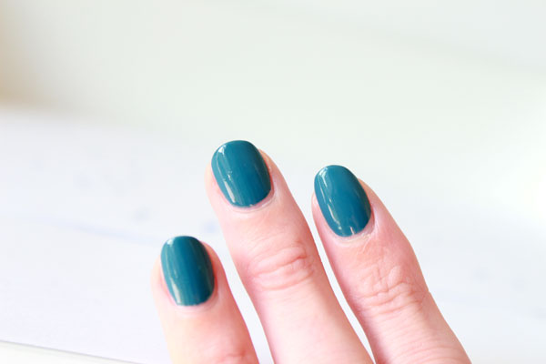 Essence The Gel Nail Polish Effect Miss Captain Swatches