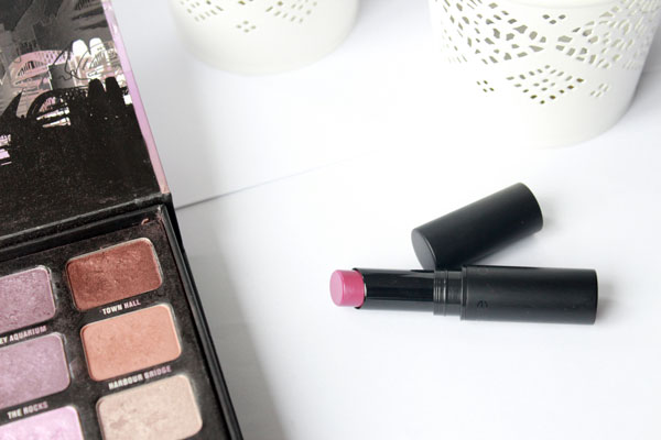 Catrice Ultimate Stay Lipstick Plum & Base