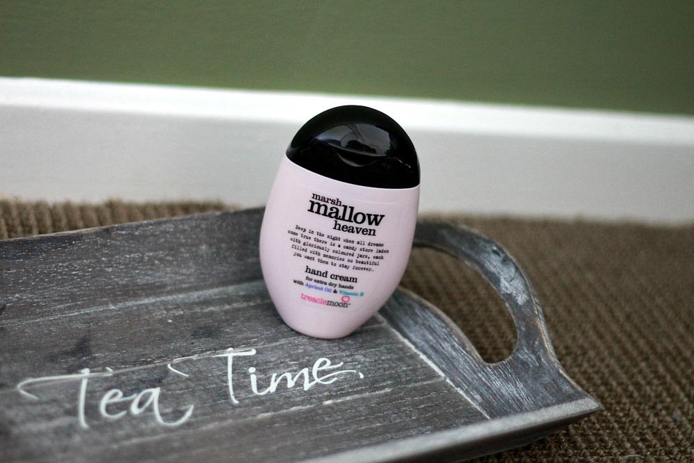 Beautyproducten op mijn nachtkastje Treaclemoon Hand & Nail Balm Marshmallow Heaven