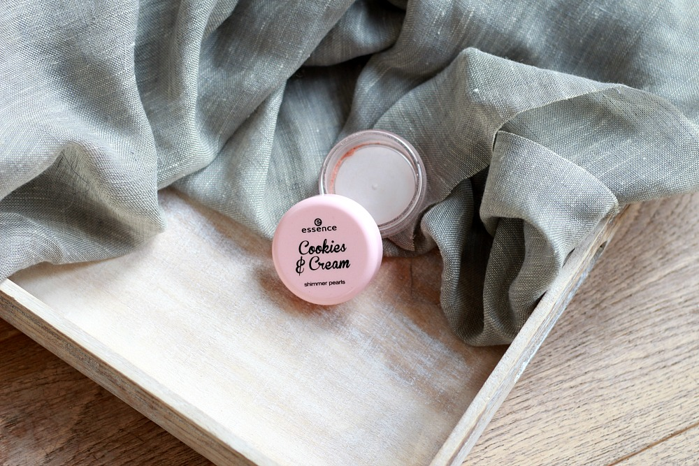 Opgemaakt oktober 2017 Essence Cookies & Cream Shimmer Pearls