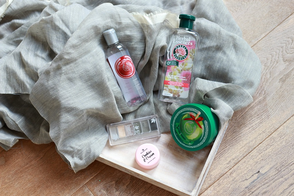 Opgemaakt oktober 2017 The Body Shop Essence Herbal Essences